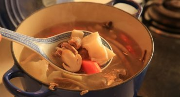 花胶海参排骨汤